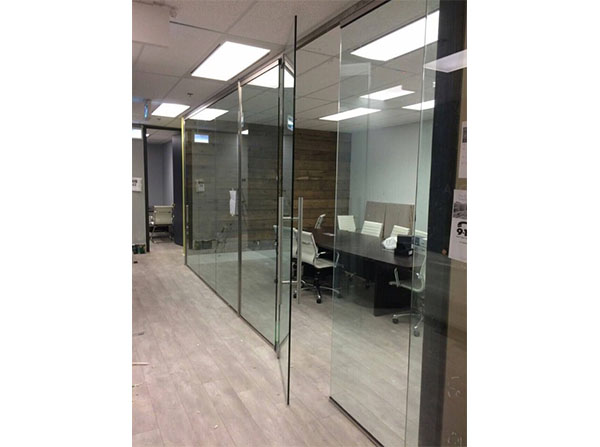 Inviting clear glass meeting room