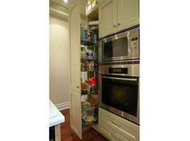 Custom kitchens - Pull out pantry